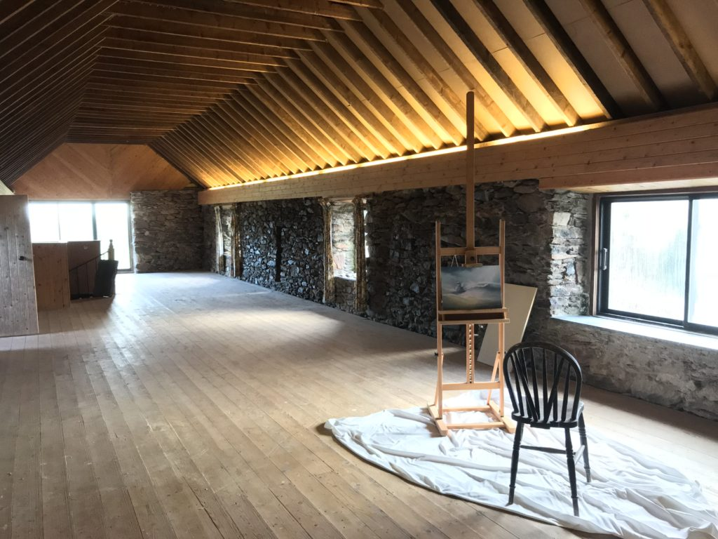 The barn has wooden floors boards and is frequently used by artists and yoga fans.